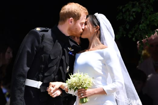 Harry and Meghan Kiss!
