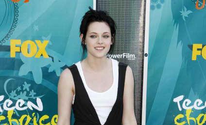 Teen Choice Awards Fashion Face-Off: Kristen Stewart vs. Selena Gomez