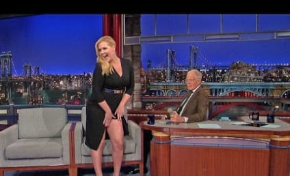 Amy Schumer Pretends to Show David Letterman Her Vagina