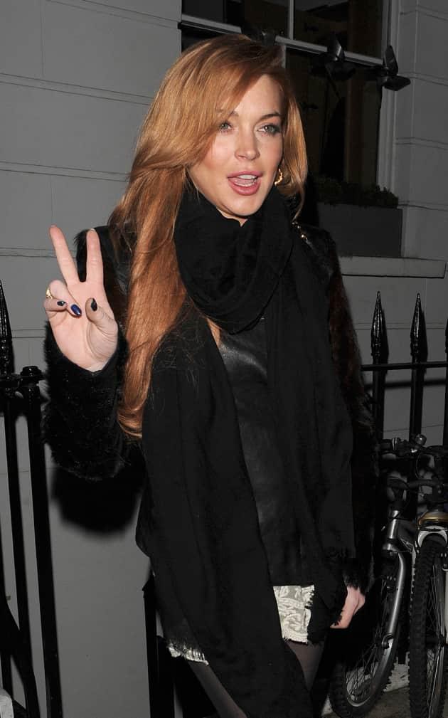 Lindsay Lohan Peace Sign Photo