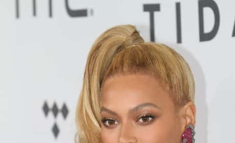 Beyonce Cleavage Image