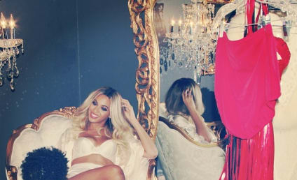 Beyonce Wears Lingerie, Continues Being the Most Glamorous Mom Around