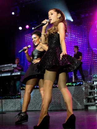 Ariana Grande Tour Pic