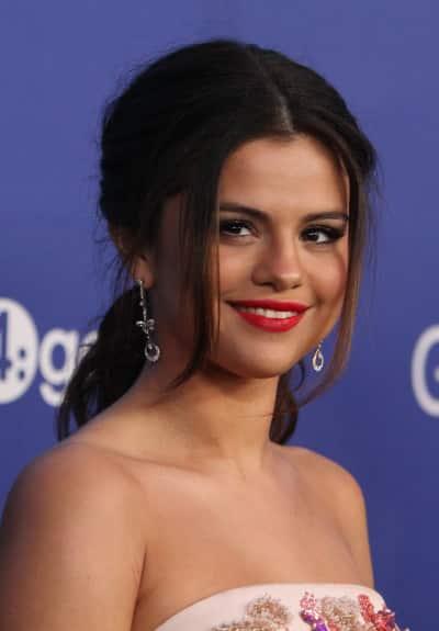 Selena Gomez Red Carpet Photo