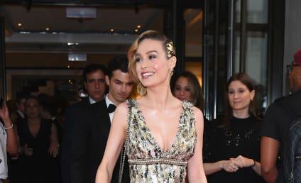 Brie Larson Rushes To Bathroom, Gets Stuck In Huge Celebrity Selfie