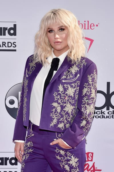 Kesha at the 2016 Billboard Music Awards