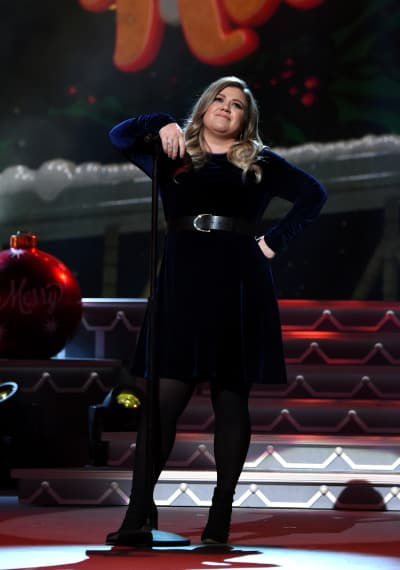 Kelly Clarkson is a Boss