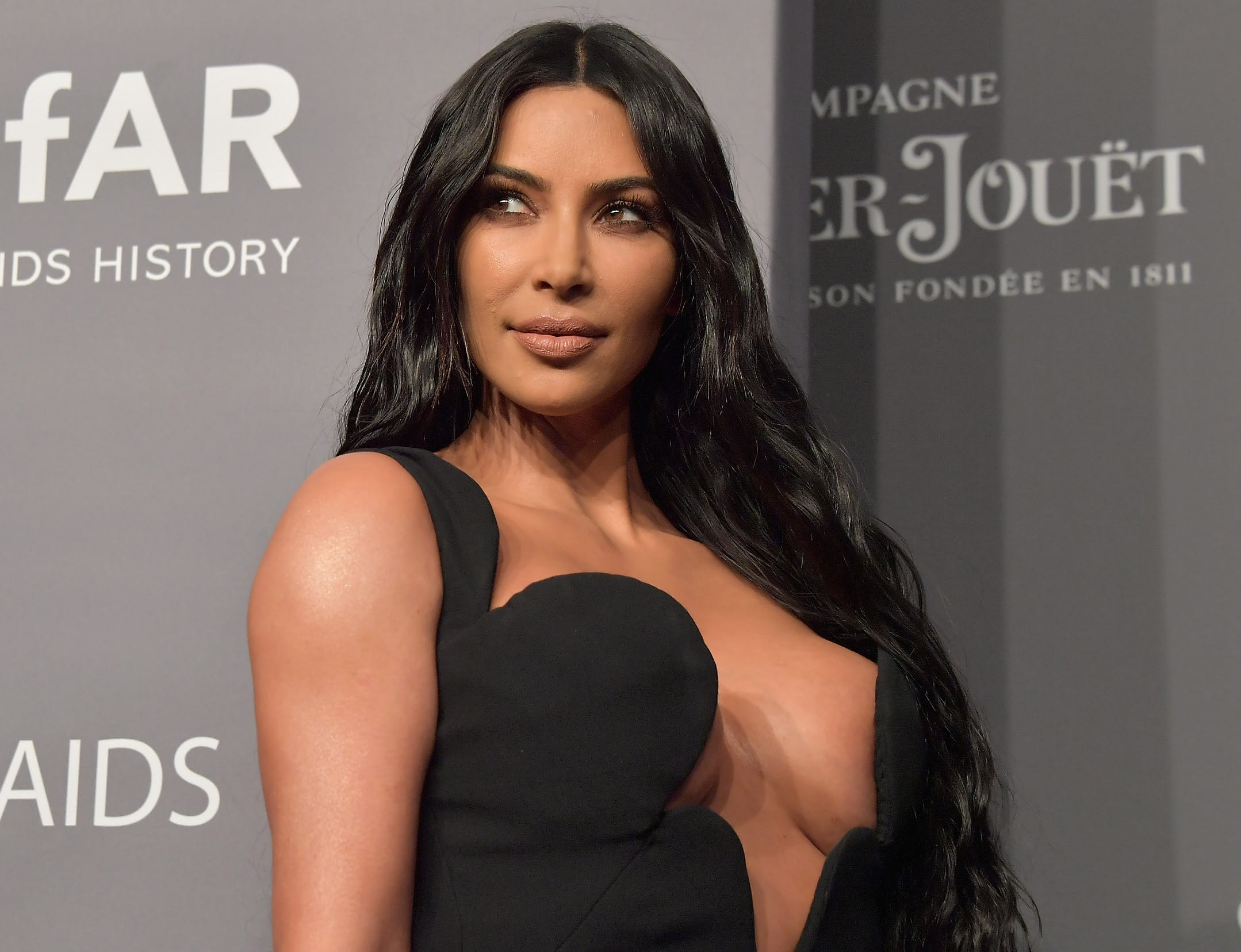 Kim Kardashian Basically Got Naked on This Red Carpet and Twitter Came at Her So Hard - The Hollywood Gossip