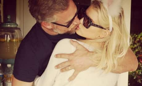 Eric Johnson Kisses Jessica Simpson
