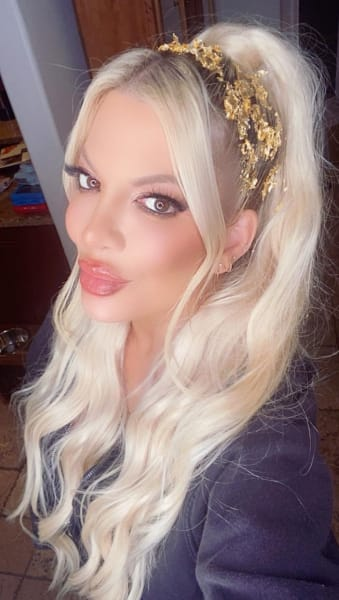 Tori Spelling with the Gold Flakes