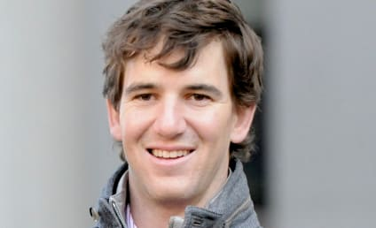 Eli Manning, Abby McGrew Cheered in N.Y. Restaurant