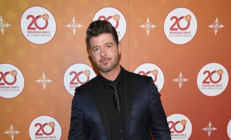 Robin Thicke Red Carpet Pic