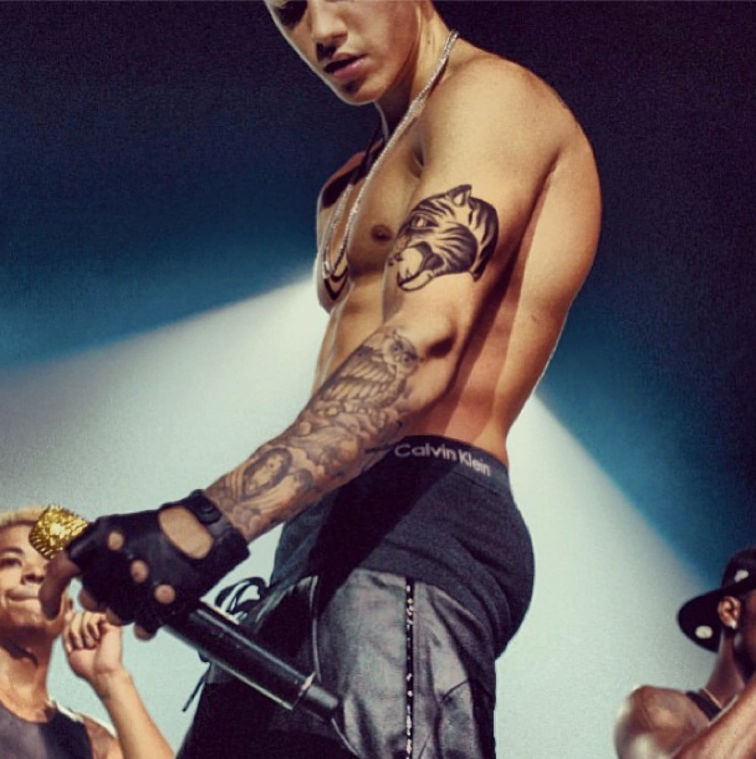 Justin Bieber Naked Twitter Reacts The Hollywood Gossip