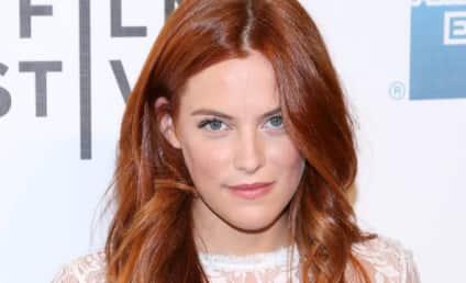 Riley Keough: Dating Robert Pattinson?!?
