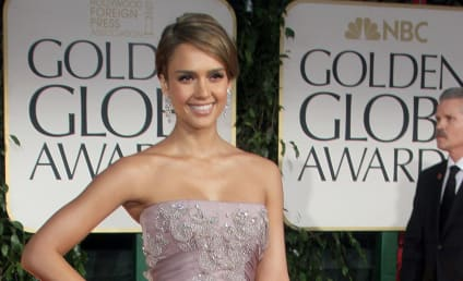 Golden Globes Fashion Face-Off: Jessica Alba vs. Jessica Biel