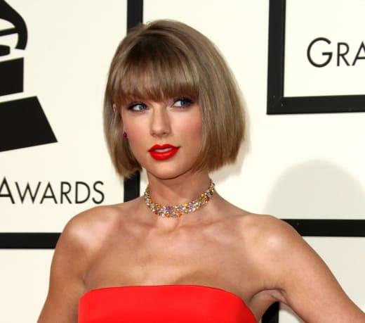 Taylor Swift Haircut Pic