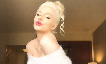 Courtney Stodden Wishes You A Sexy Christmas