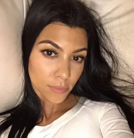 dc40d06a0c0a56 Kourtney Kardashian: No Makeup, No Cares About Scott! - The ...