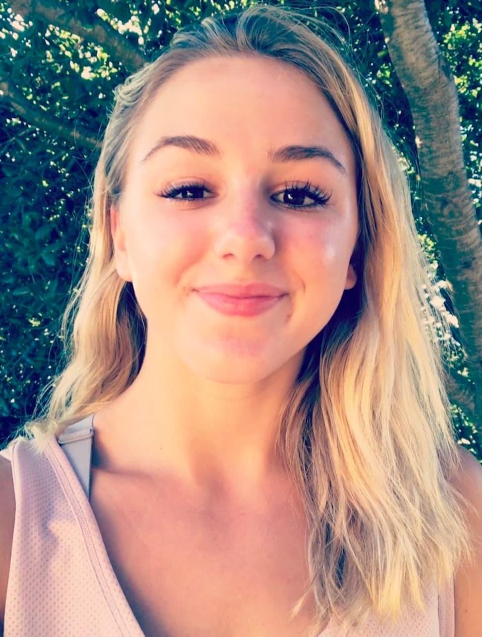 Chloe Lukasiak Rubs Dance Moms Return In Abby Lee Miller S Face The Hollywood Gossip