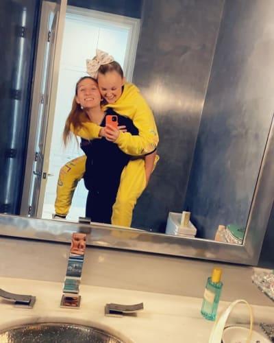 JoJo Siwa Carried by Girlfriend Kylie
