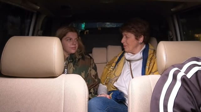 Ariela weinberg takes janice to the airport