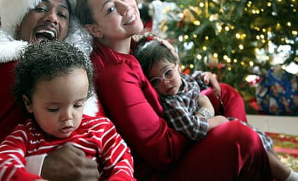"""Mariah Carey and Nick Cannon Pose with """"Dem Babies"""" for Christmas"""