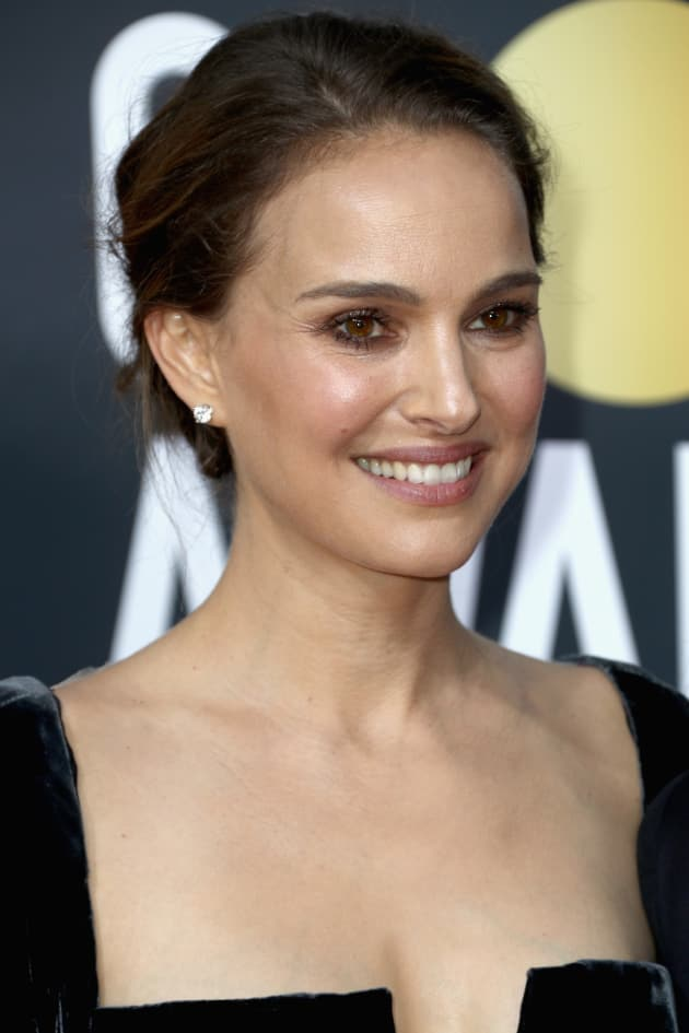 Natalie Portman Heroically Derides Quot All Male Quot Nominees At