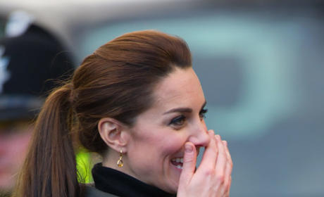 Kate Middleton Makes Fun Of Your Wrapping Job