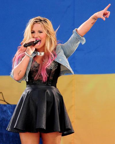 Demi Lovato GMA Performance Pic