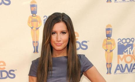 Who looked better at the MTV Movie Awards: Ashley Tisdale or Miley Cyrus?