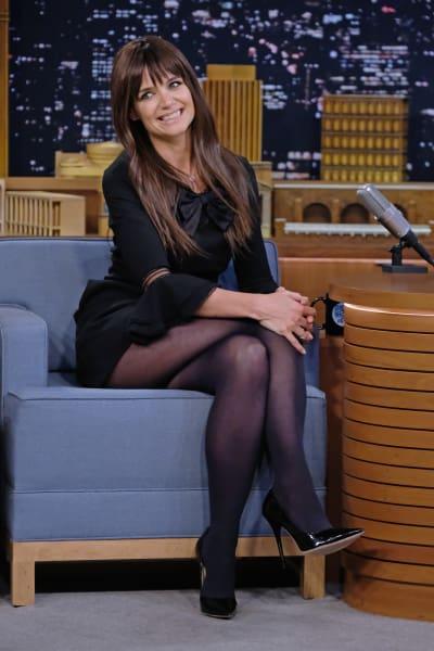 Katie Holmes Sits