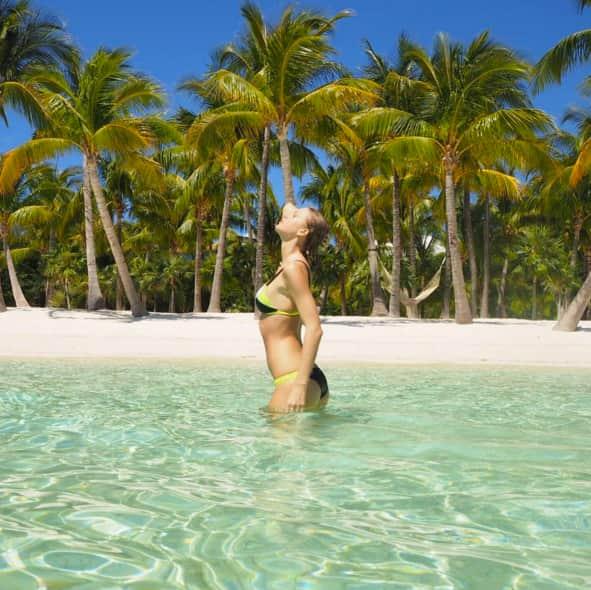 Taylor Swift Bikini Picture!