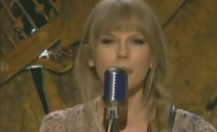 "Taylor Swift Gets ""Mean"" at 2012 Grammy Awards"