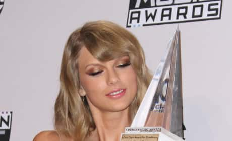 Taylor Swift with an AMA