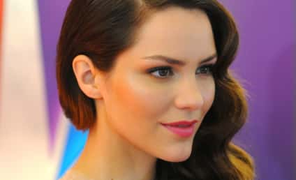 Katharine McPhee Agrees to Record Contract