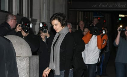 Katie Holmes Seen Strolling Sans Suri