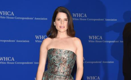Neve Campbell at the 2016 White House Correspondents Dinner