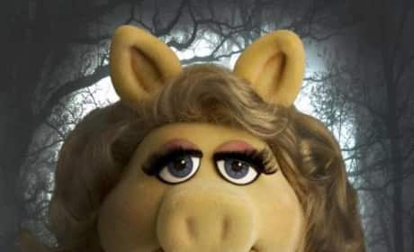 Muppets Twilight Poster: Miss Piggy as Bella