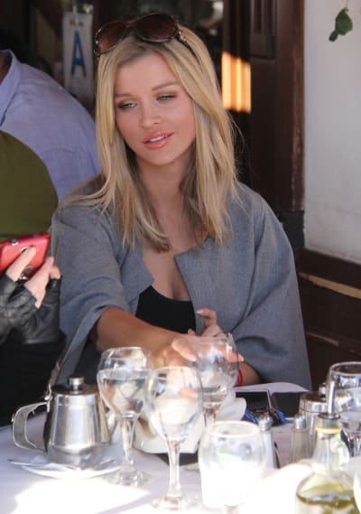 Joanna Krupa Dines at Il Pastaio