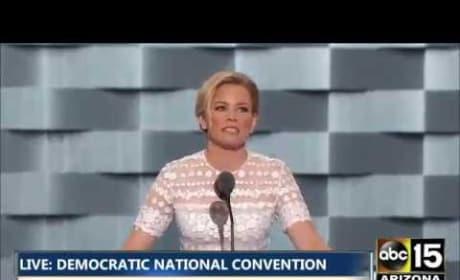 Elizabeth Banks Mocks Donald Trump: He Stole My Hunger Games Entrance!
