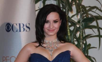 People's Choice Awards Fashion Face-Off: Demi Lovato vs. Taylor Swift