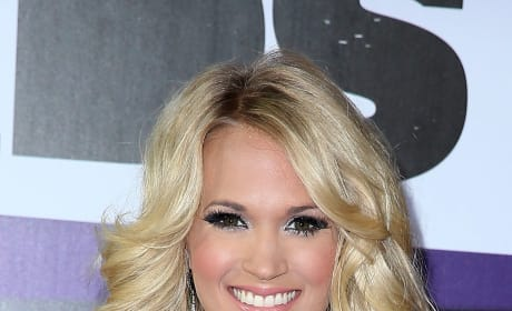 Carrie Underwood CMT Awards Pic