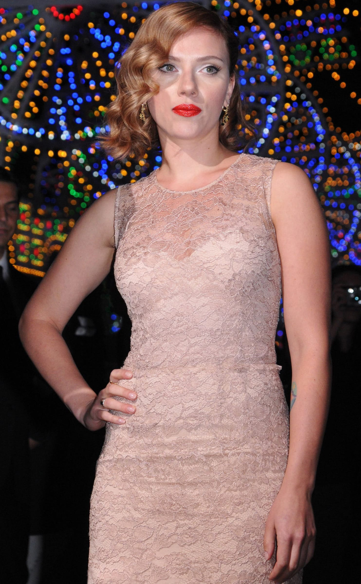 Scarlett Johansson Old Hollywood Hairstyle: Love it or Loathe It ...