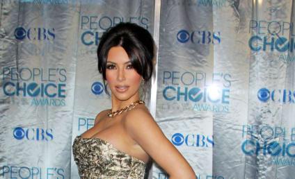 People's Choice Awards Fashion Face-Off: Kim vs. Kourtney!