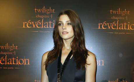 Which Breaking Dawn star looked prettier on the red carpet?