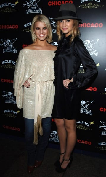Ashlee and Jessica Simpson Chicago Photo