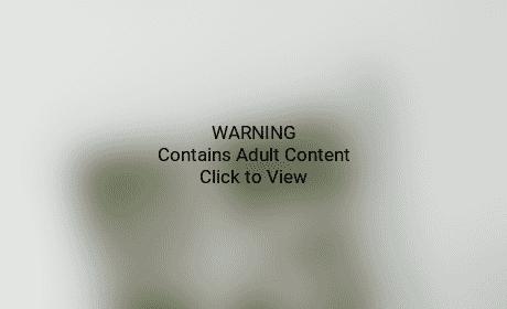 Kate Hudson bares butt in bathtub