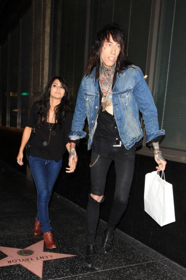 trace cyrus makes out with new girlfriend seeks attention