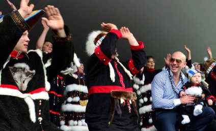 """Pitbull Performs in Tiny Alaska Town, Visits Walmart After Online """"Exile"""" Effort Goes Viral"""