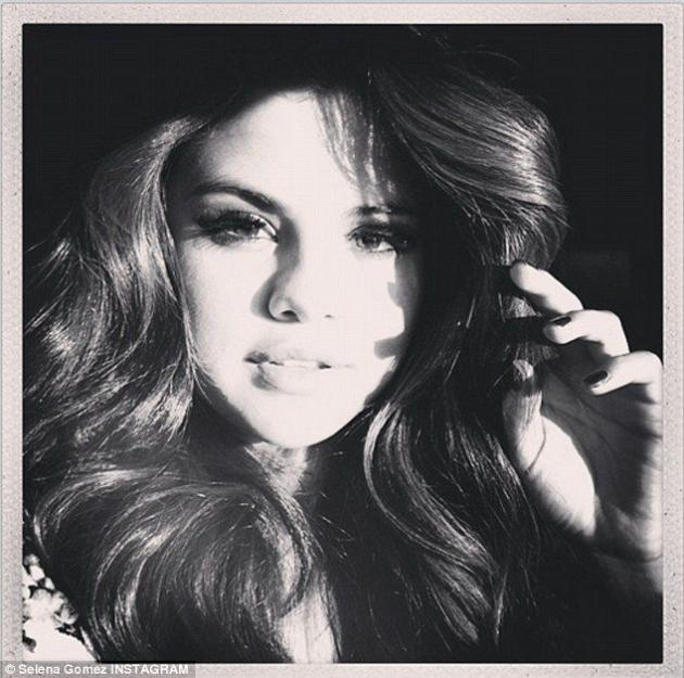 Selena Gomez Instagram Selfie